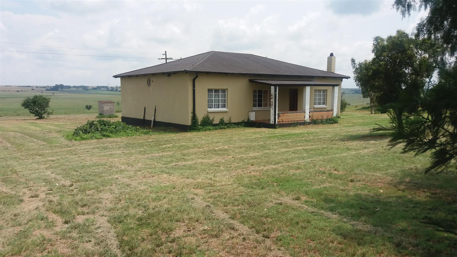 Contractor accommodation near Kusile with large yard and outbuildings
