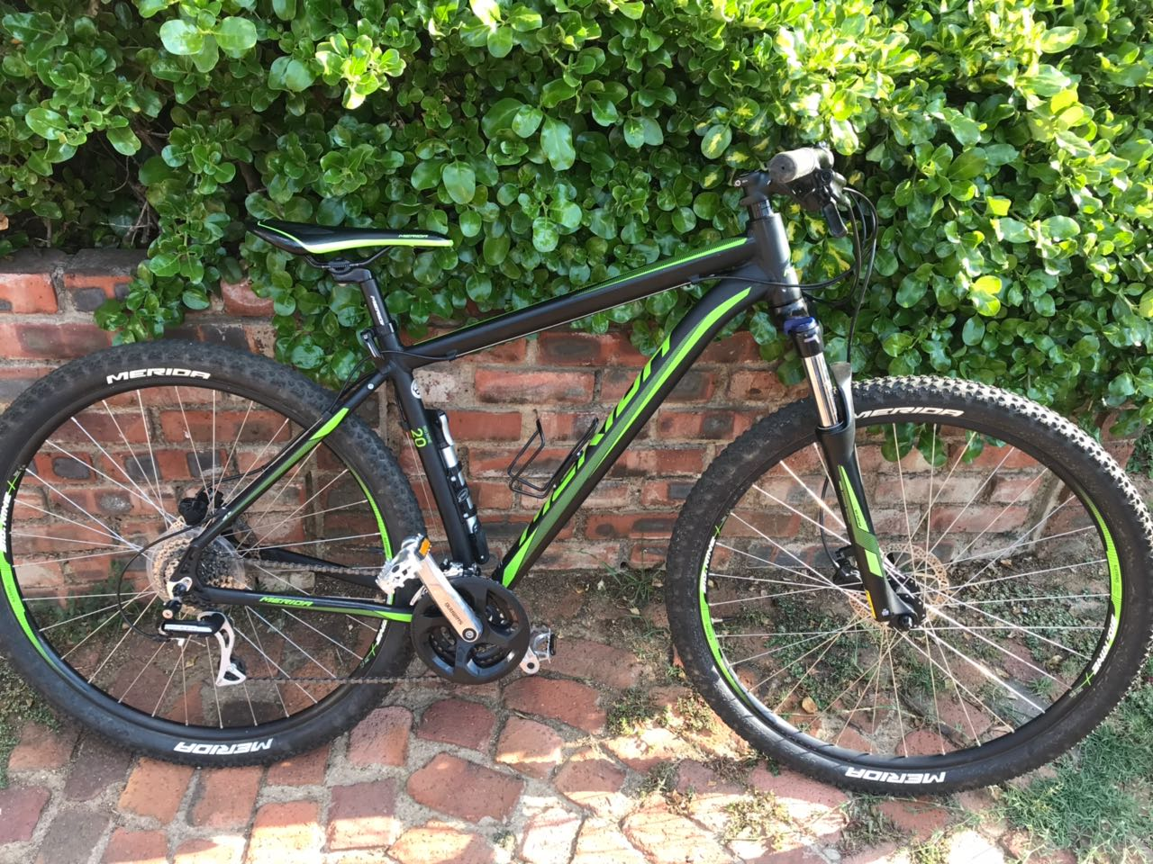 LIKE NEW, IN GREAT CONDITION MERIDA 29ner BIG-9 20D 2016 MOUNTAIN BIKE FOR SALE...