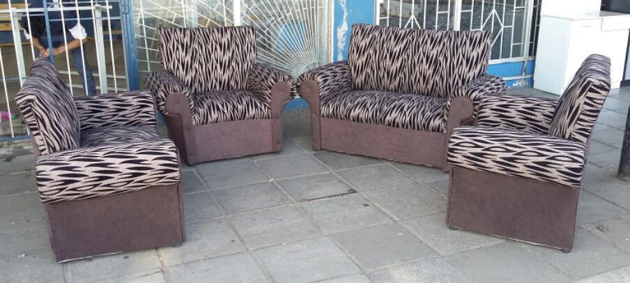 Bargain !!! 4 Piece Lounge Suite
