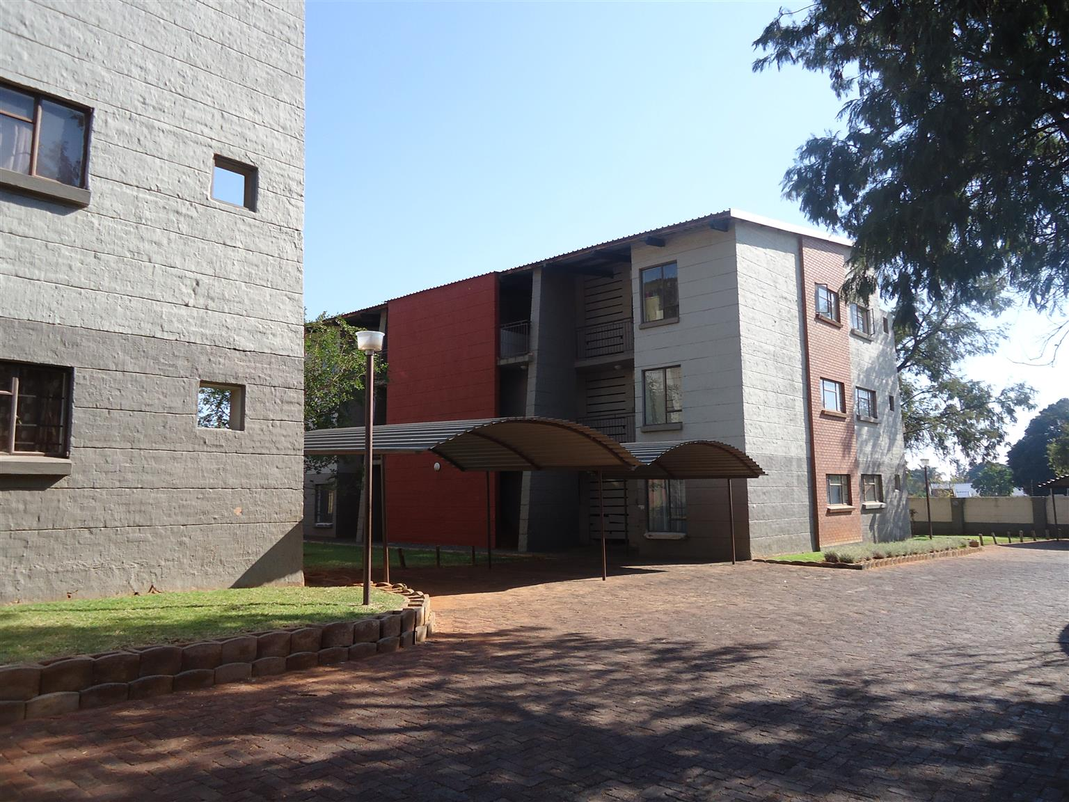 Spacious 1 bedroom unit to rent in Dorandia.