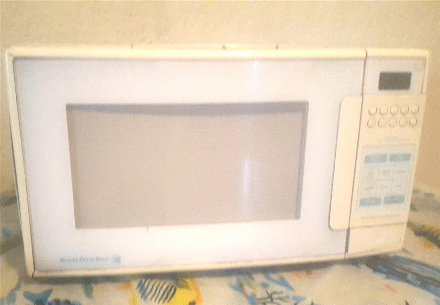 Kelvinator microwave R250