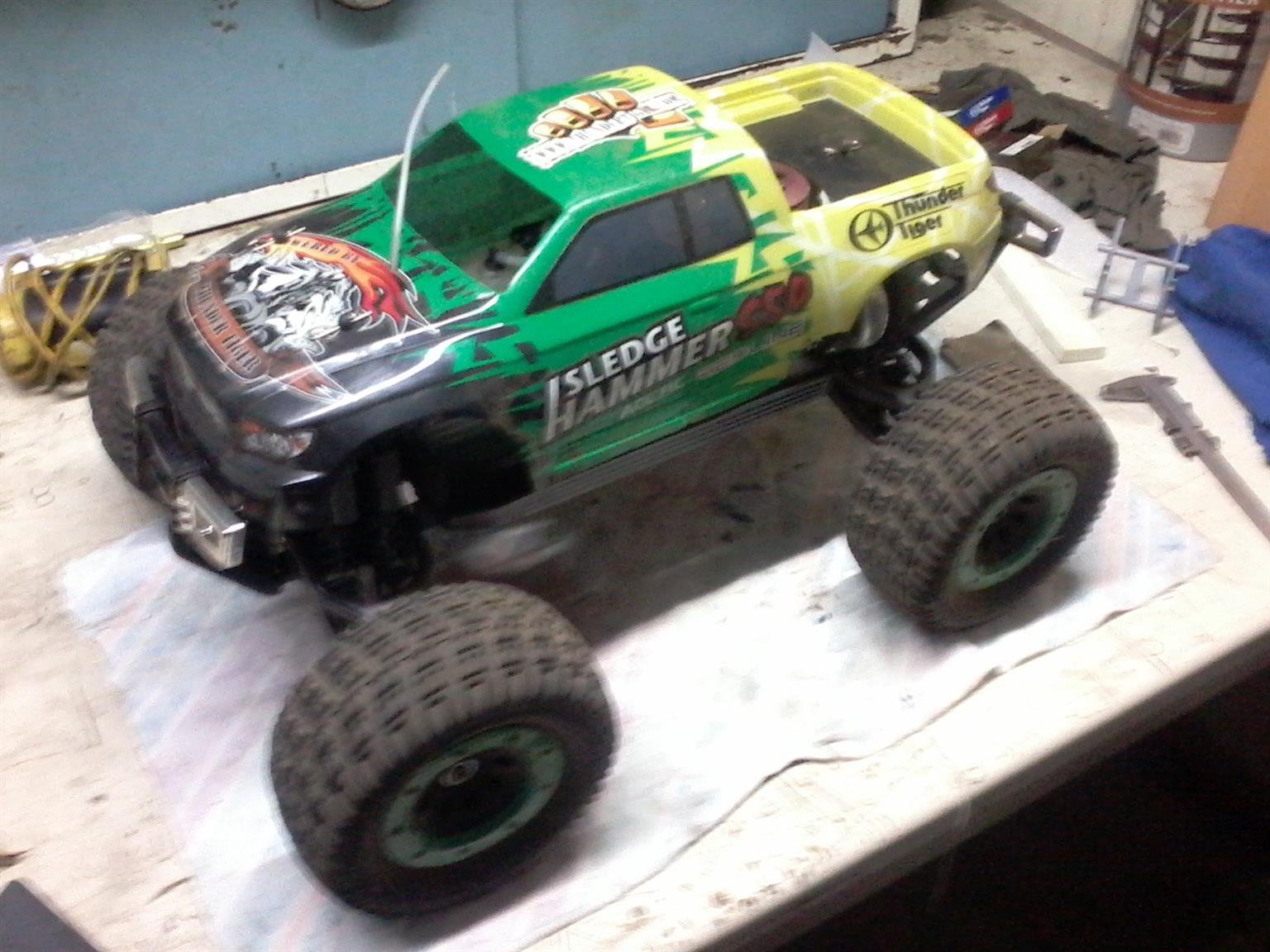 Thundertiger Sledgehammer 1/8 nitro monster truck