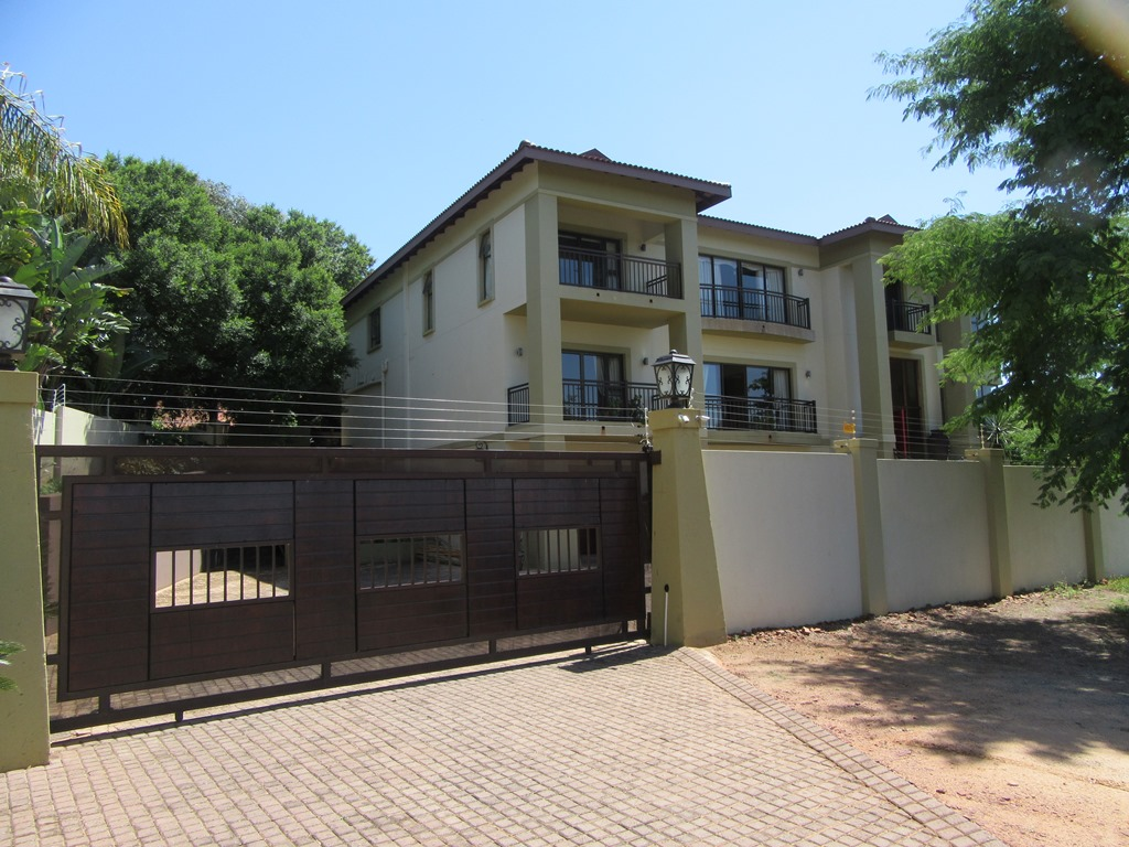 PRIVATE TREATY SALE OF A THREE STOREY HOME IN KLERKSDORP