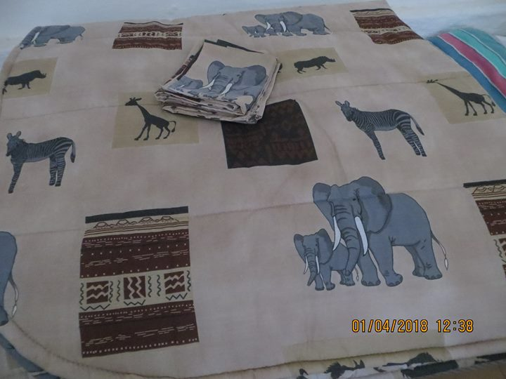 Bedding Comforter with animal motifs