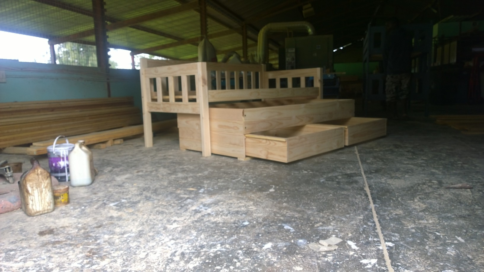 Day Bed With Roll - Out And Storage