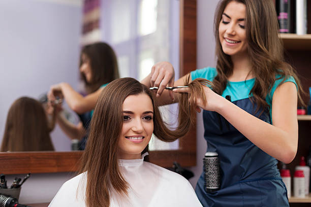 Hairdresser Wanted: Rent a space in busy salon in Glen Marais.