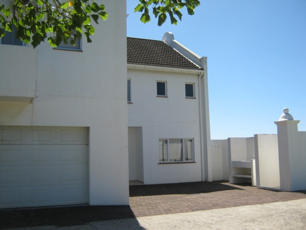 Upmarket  4 Bedroom Townhouse for sale in Port Edward
