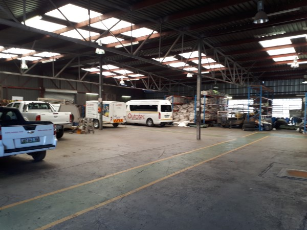 1000sqm OPENPLAN WAREHOUSE with CORPORATE OFFICES, PAVED YARD, ideal INDUSTRIAL WORKS/MANUFACTURING/training centre