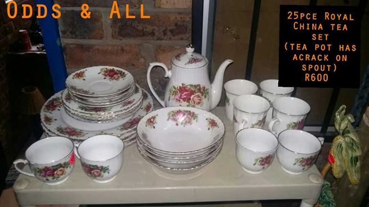 25 Piece Royal China tea set