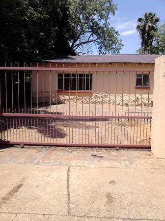 2 Bedroom Garden Flat on Shared Property in Pta-North