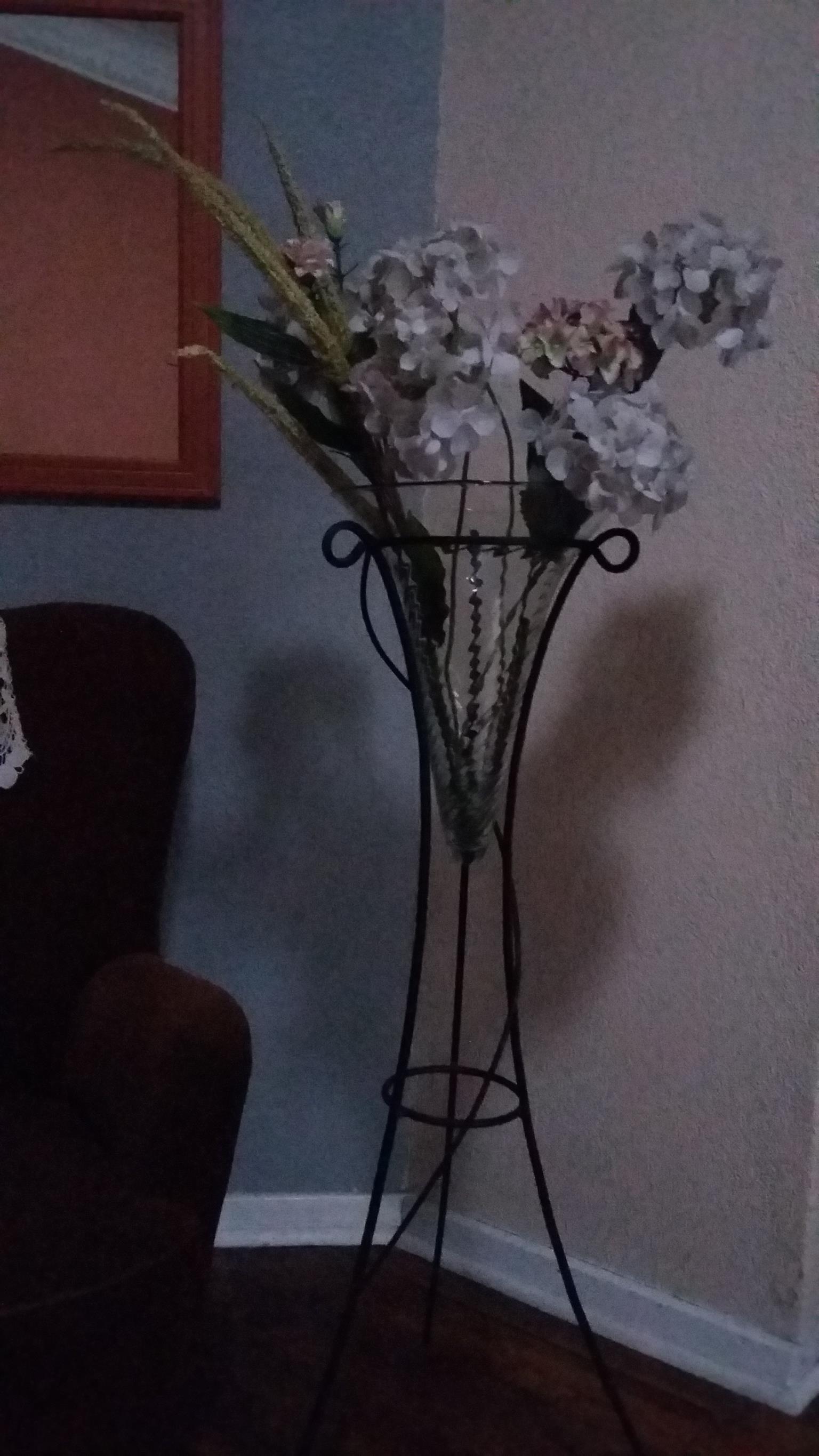 Flower Vase Stand