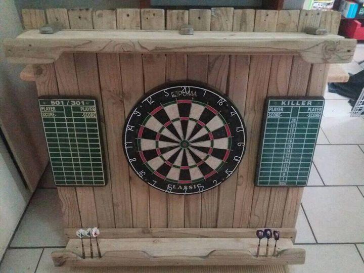 Dartboard + 6 darts