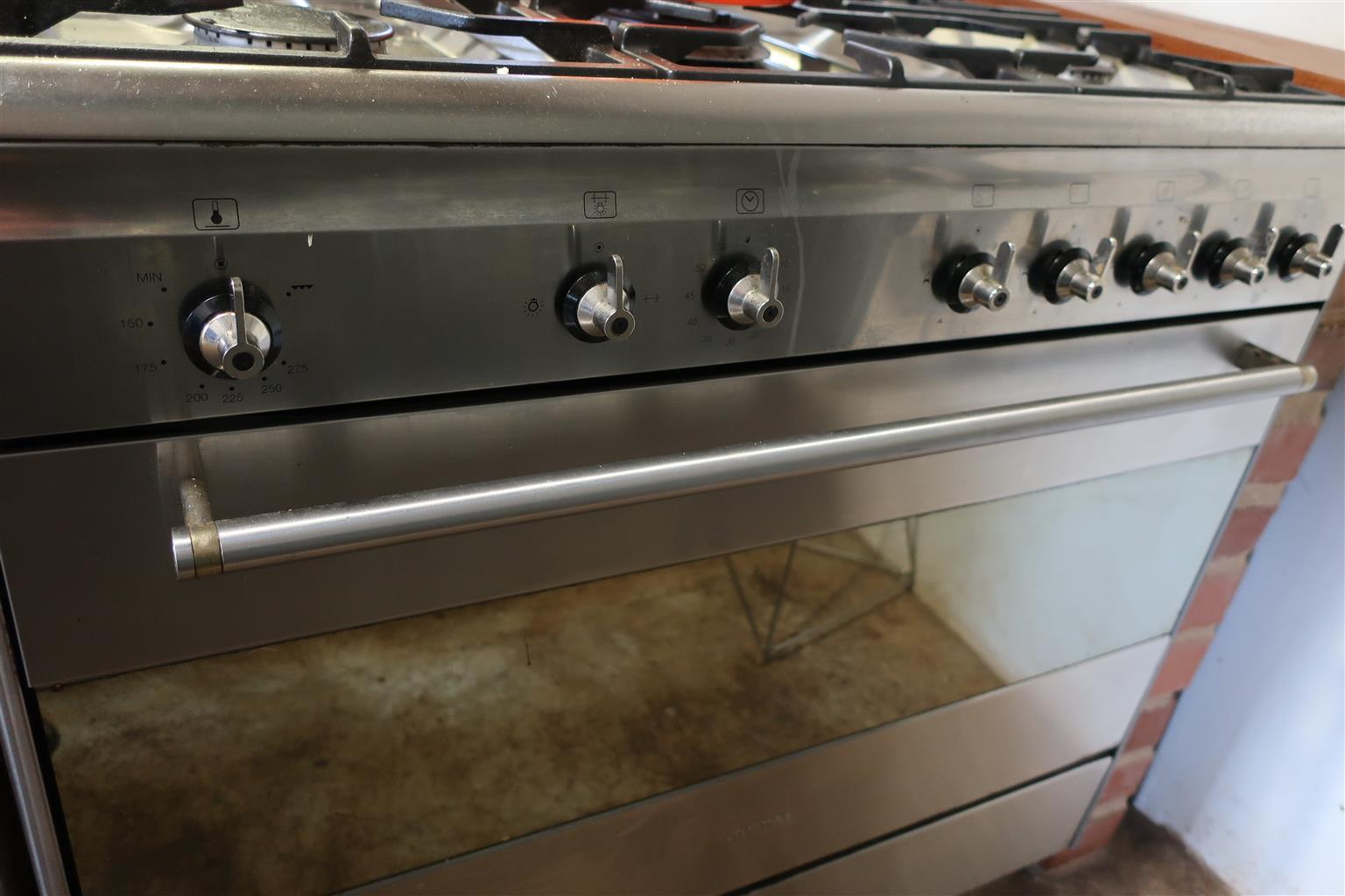 Smeg 5 Top Gas Stove And Oven