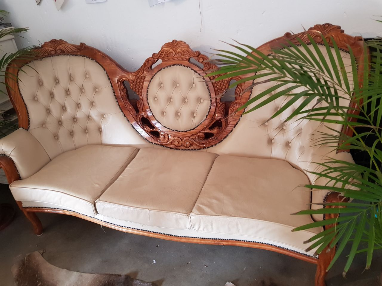 Collectors Victorian Antique couch for sale! - Collectors Victorian Antique Couch For Sale! Junk Mail