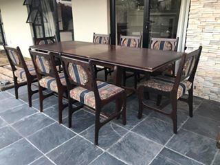 8 seater diningroom table with extension
