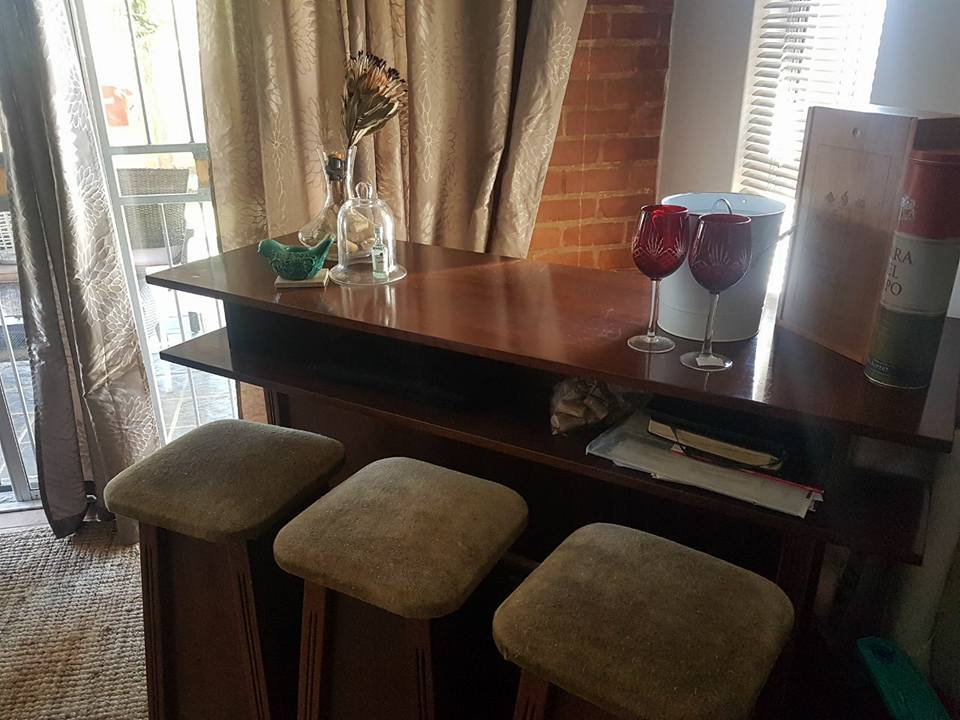 Bar with 3 chairs