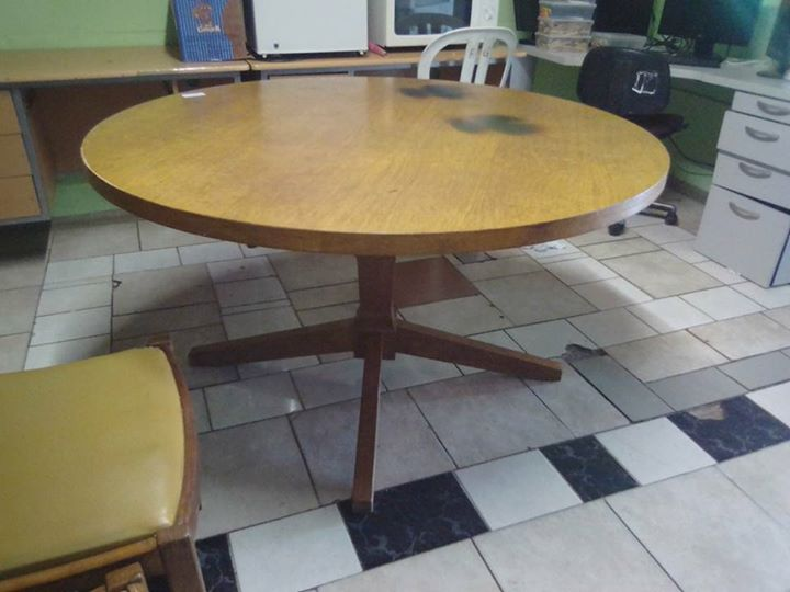 Round table with 5 chairs