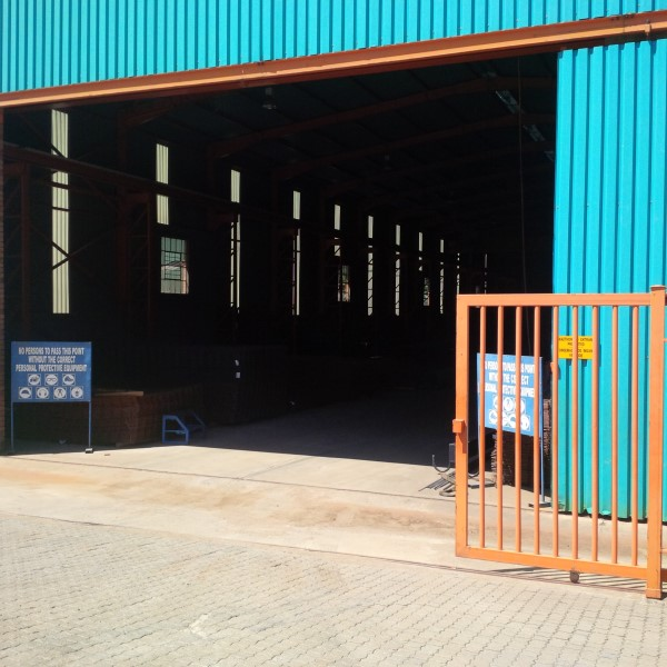 1400SQM HIGH ROOF WAREHOUSE WITH CRANE!!! now to let - IDEAL MANUFACTURING/STEELWORKS/DISTRIBUTION!!