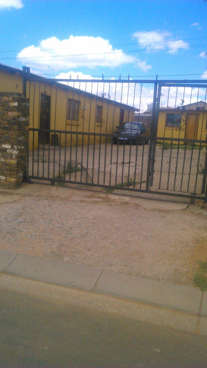 Kagiso. Swanieville. 3 Bedrooms. Kitchen plus toilet. Only R 170000.