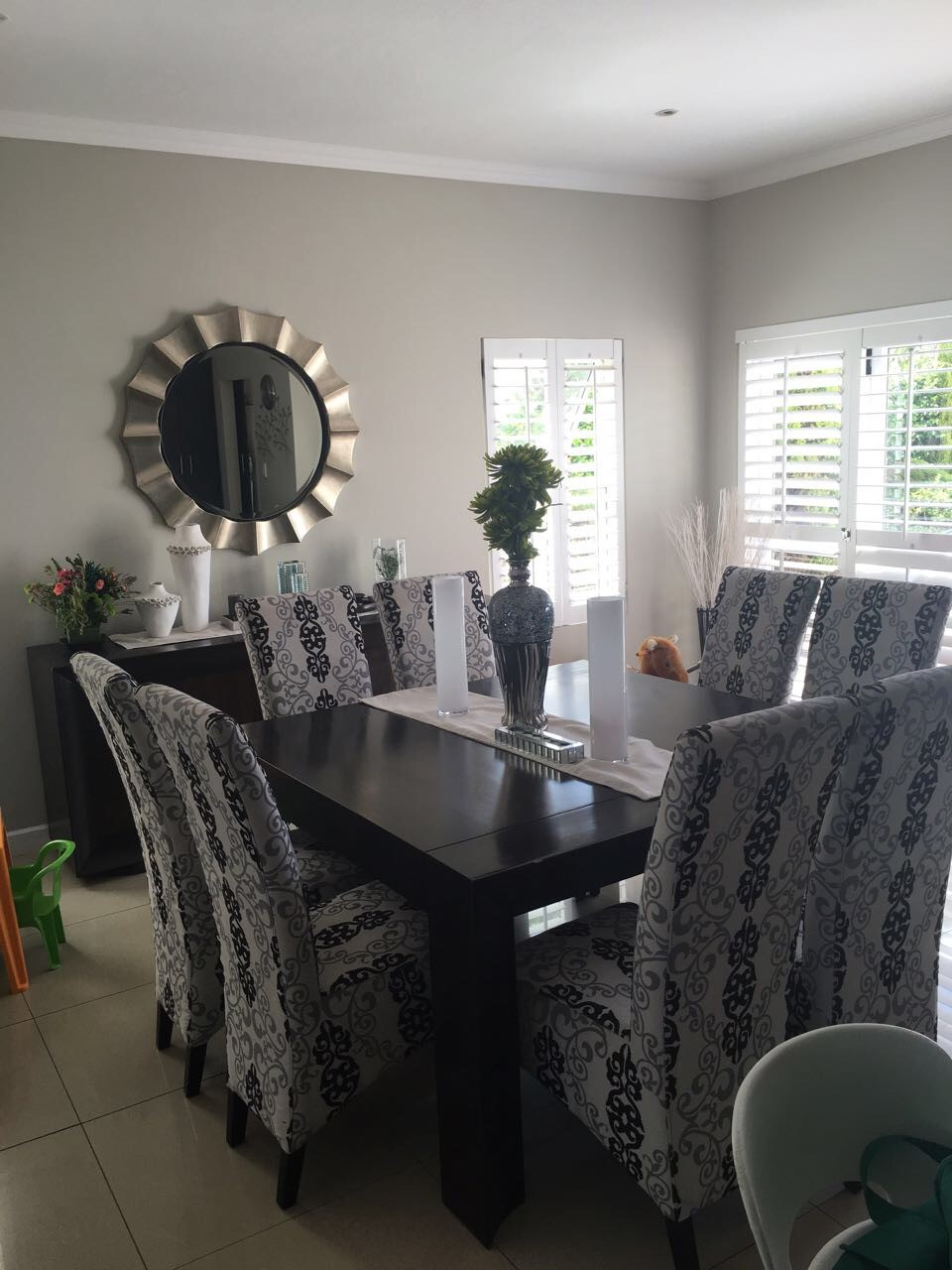 Modern excellent condition 8 seater dining table and chairs