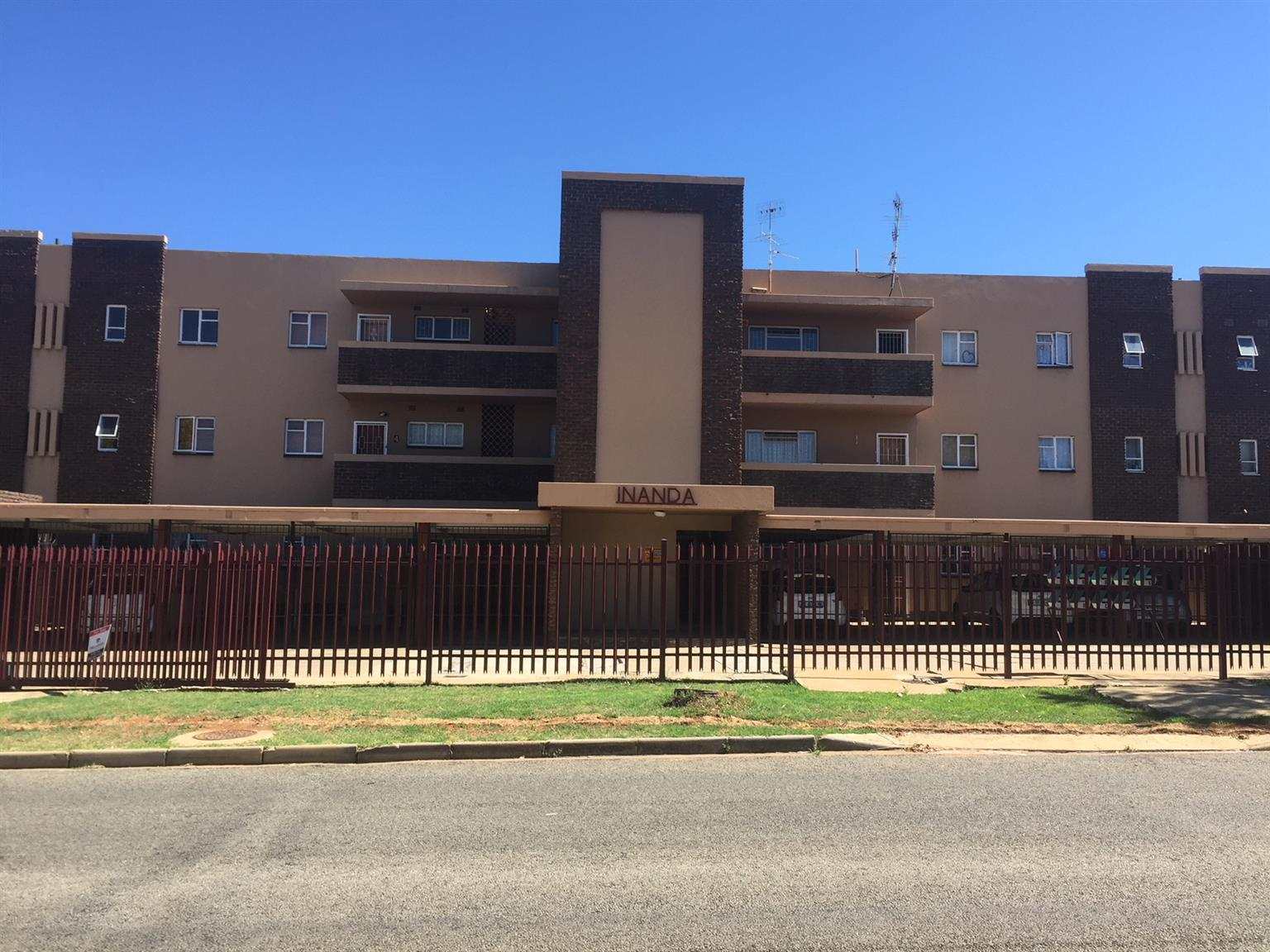 Inanda 7, large apartment in Baillie Park, Potchefstroom