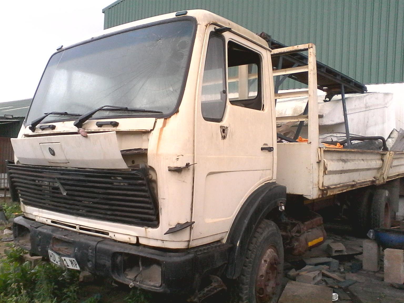 mercedes truck body flatnose
