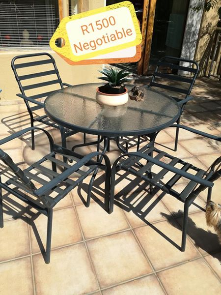 4 Seater patio bench with cushions