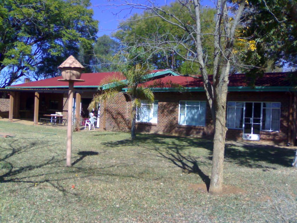 Huge farm Bele Bela Droogekloof , 17km out of Bela Bela town , 33.8 hecters huge 4 bed house, neg