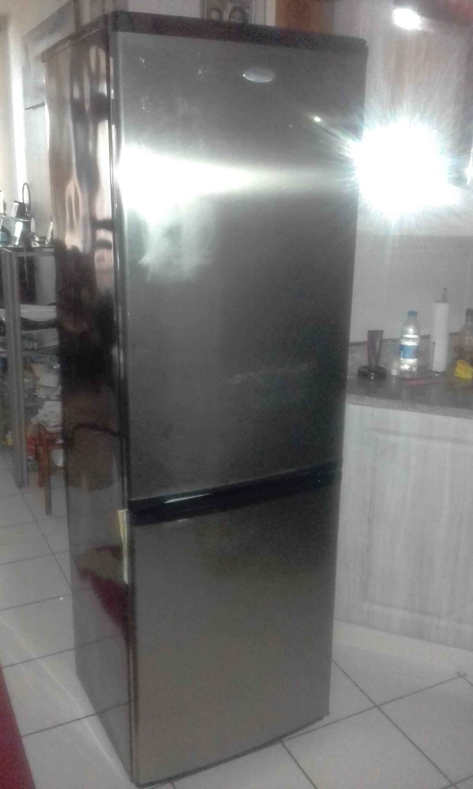 425 lt. Whirlpool bottom freezer/fridge.