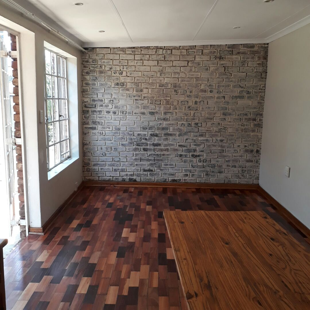 FLAT TO RENT IN A QUIT SECURED AREA.