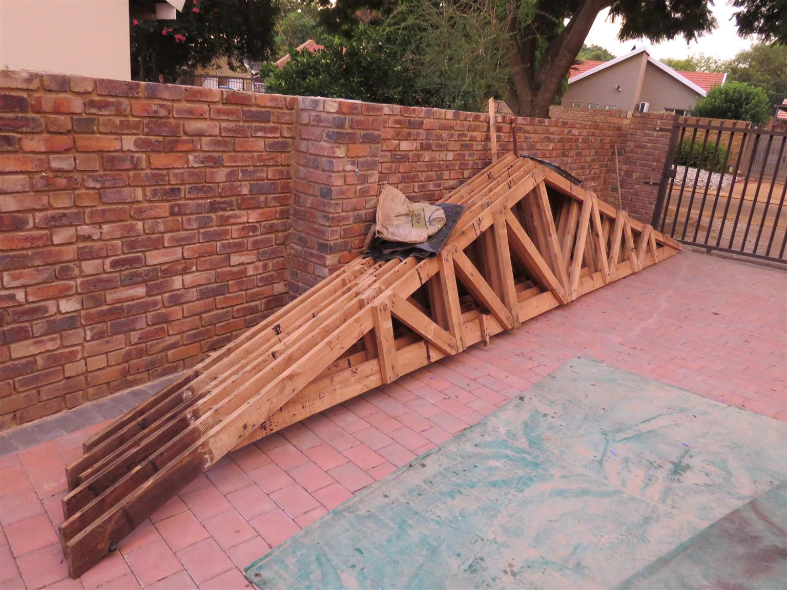 2nd hand roof trusses sale, 8 meter wall to wall  11 x