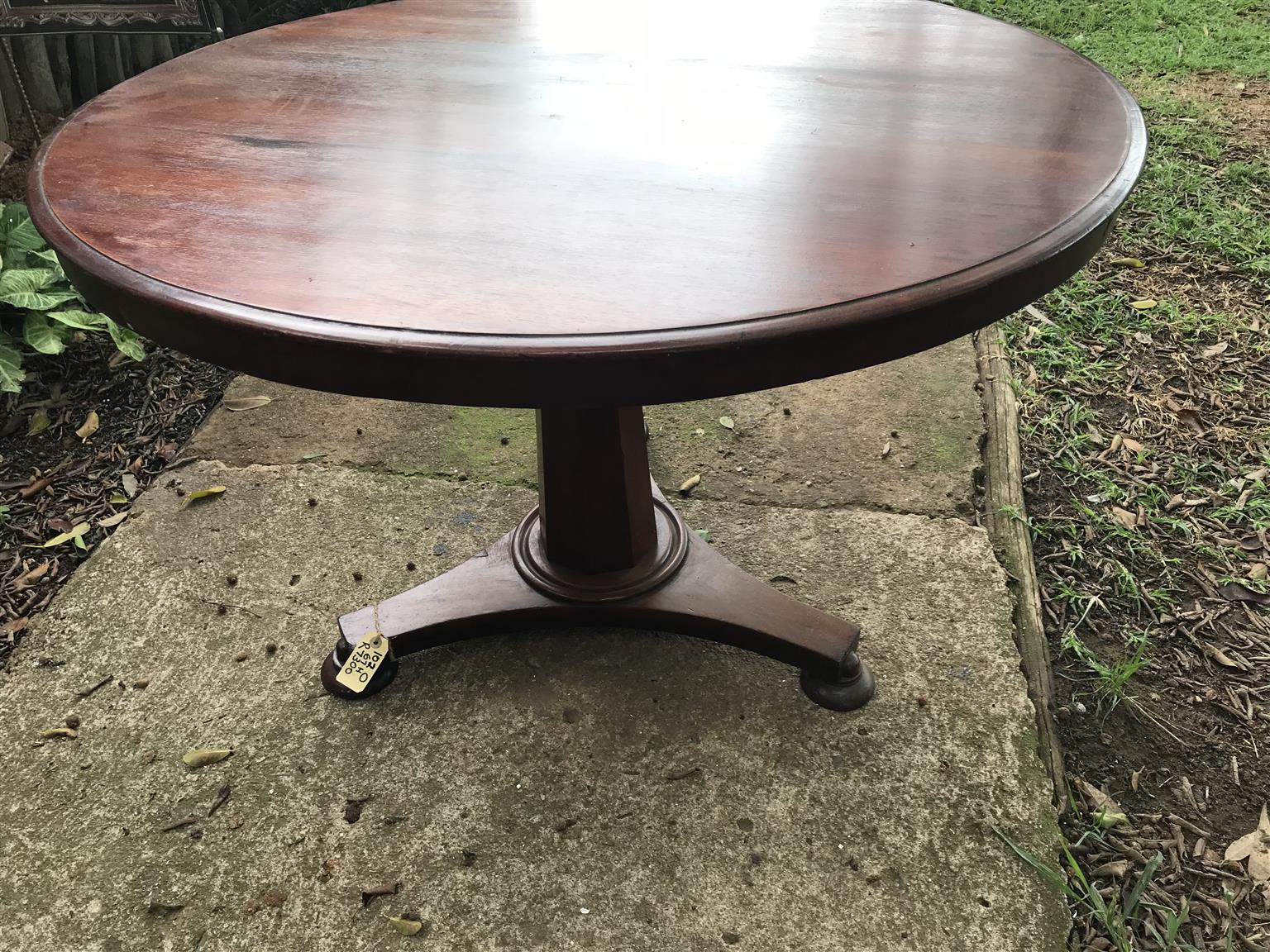 Fabulous Victorian LOO Table Round