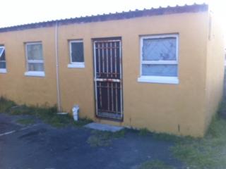 Bayview, Strandfontein: Bachelor separate entrance