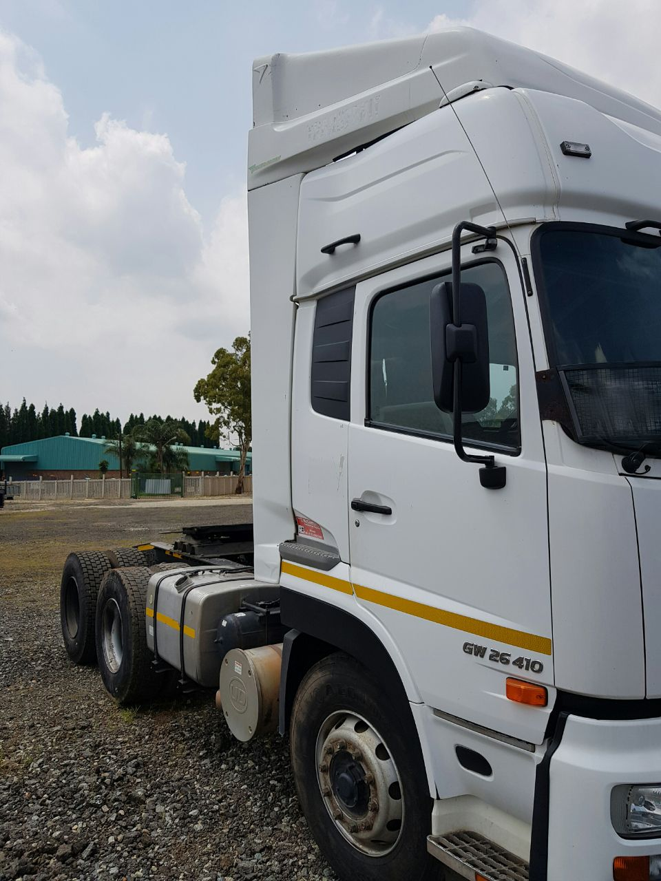 2013 Nissan GW26-410 truck tractor for sale