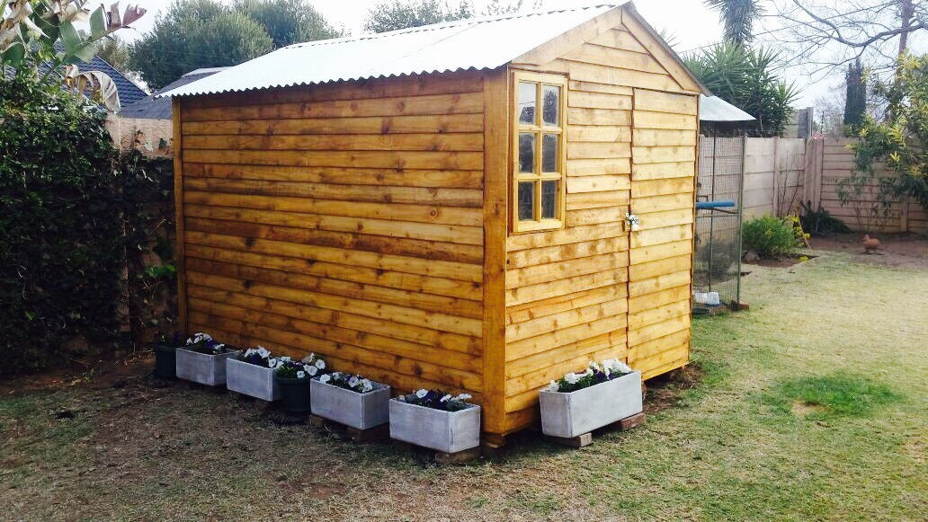 Skymax Construction : Wendy houses, garden tool sheds,log cabins