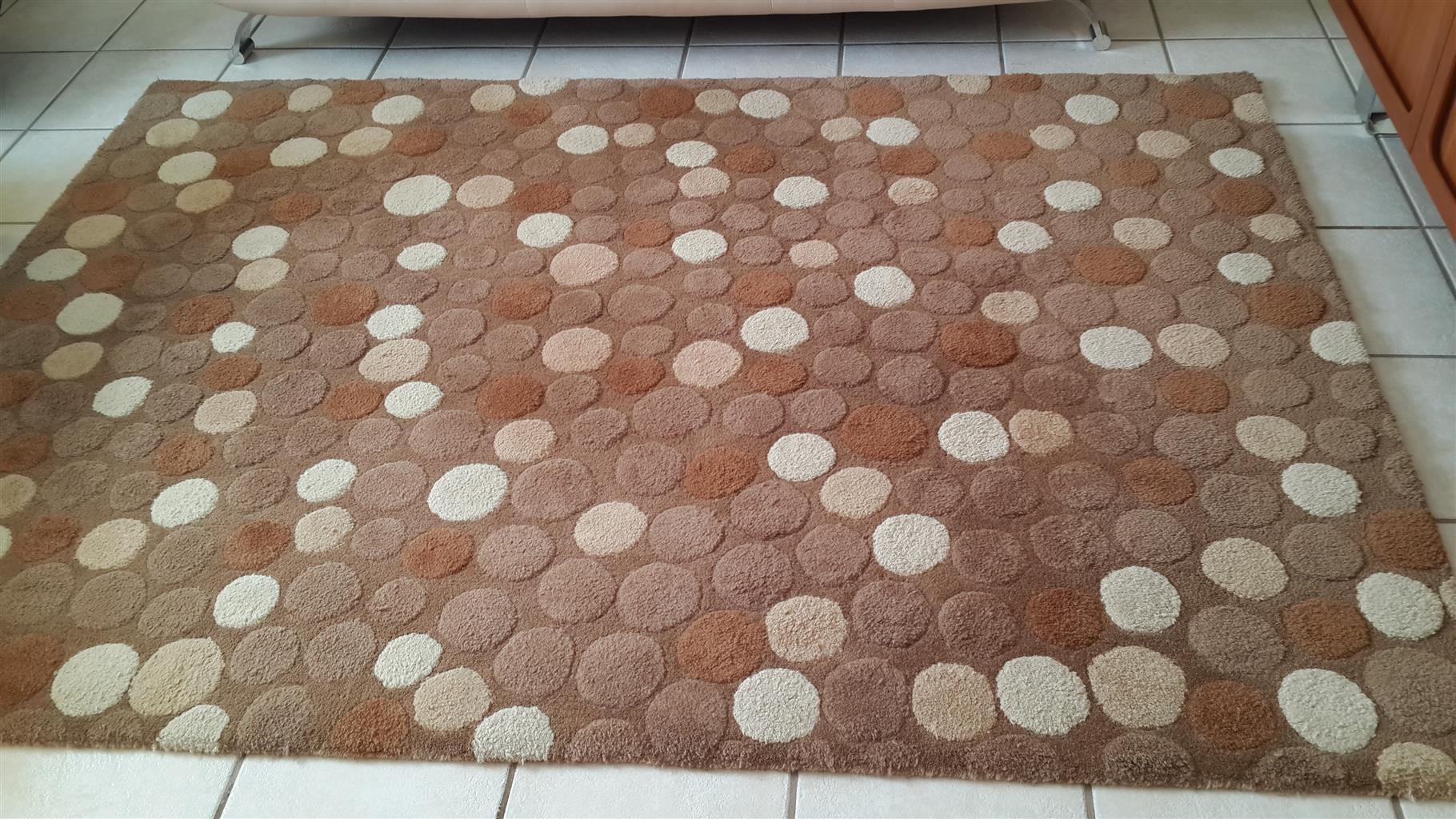 Woollen carpet with pattern