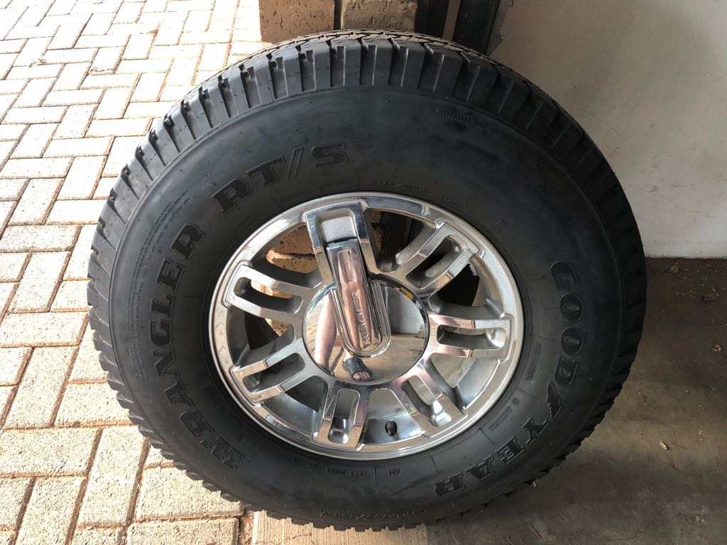 "Hummer Rims with tyres 265/75/16"" Goodyear wrangler"