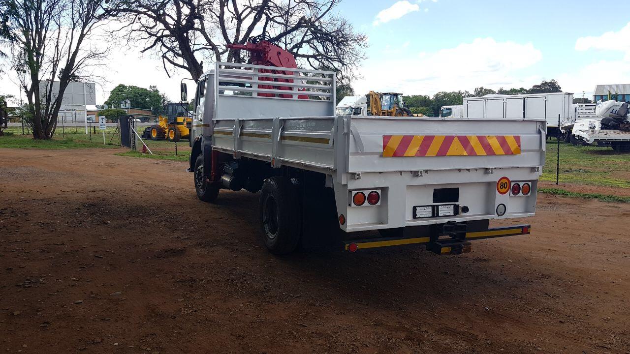 Mercedes bens crane truck