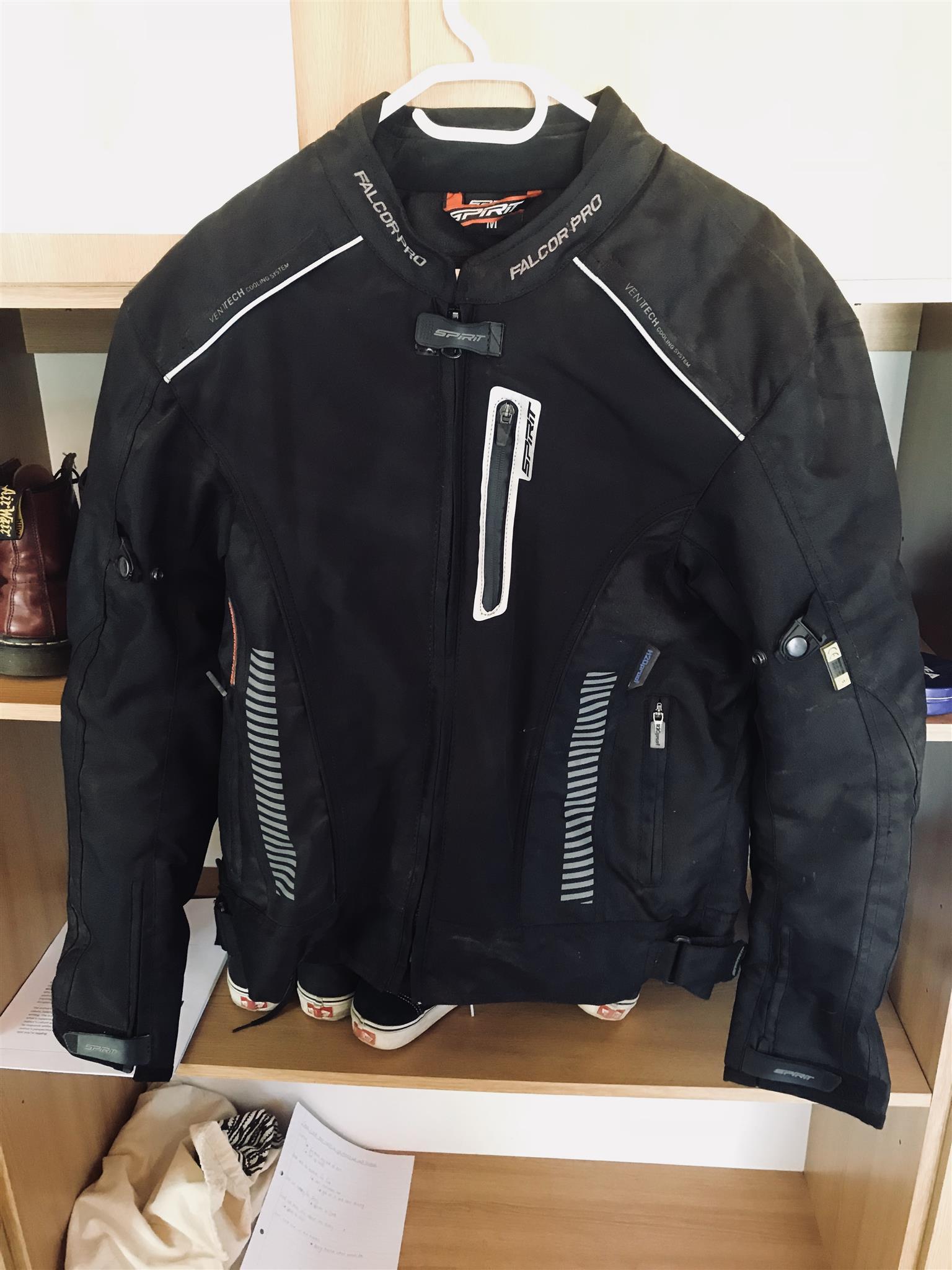 Spirit Helmet, jacket and gloves
