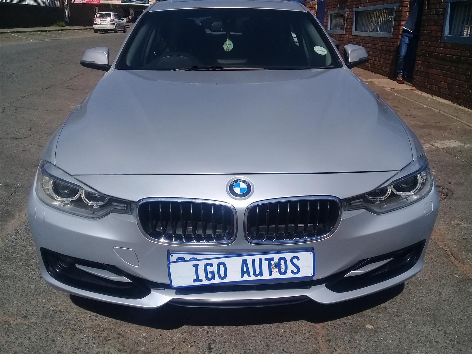 2013 BMW 3 Series 320i 3 40 Year Edition sports auto