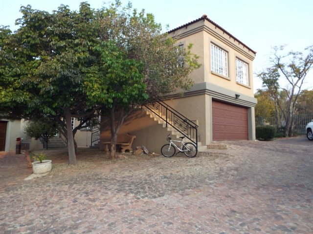 5 Bedroom House For Sale in Wapadrand