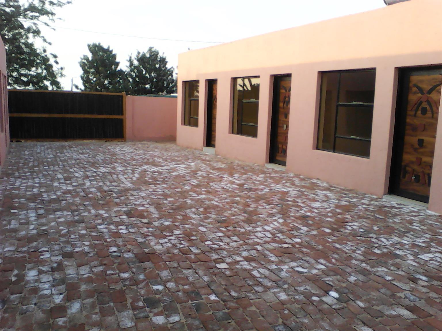Spacious en-suite rooms to rent in Soshanguve Block T