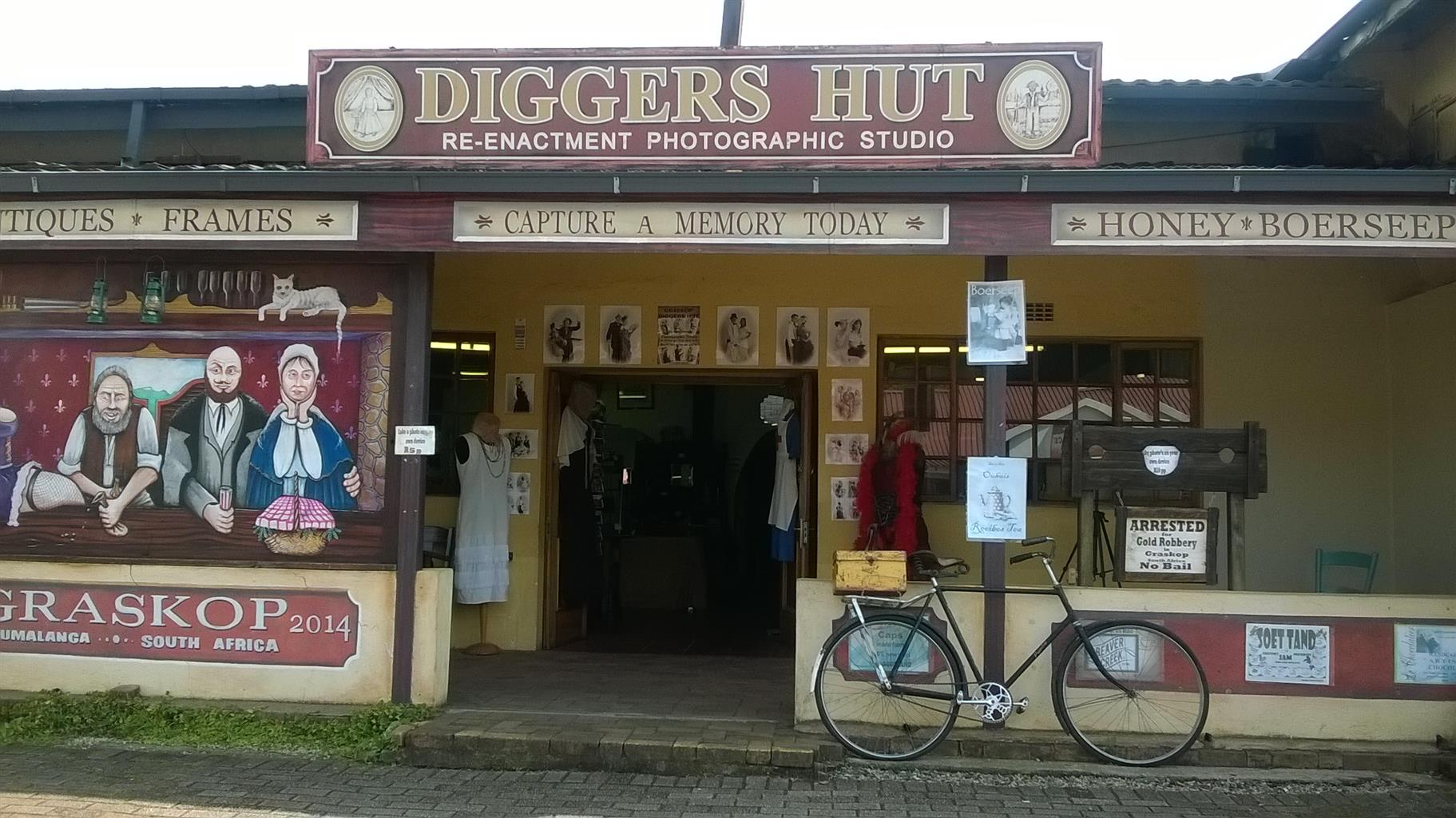 PHOTOGRAPHIC AND ANTIQUE BUSINESS IN GRASKOP