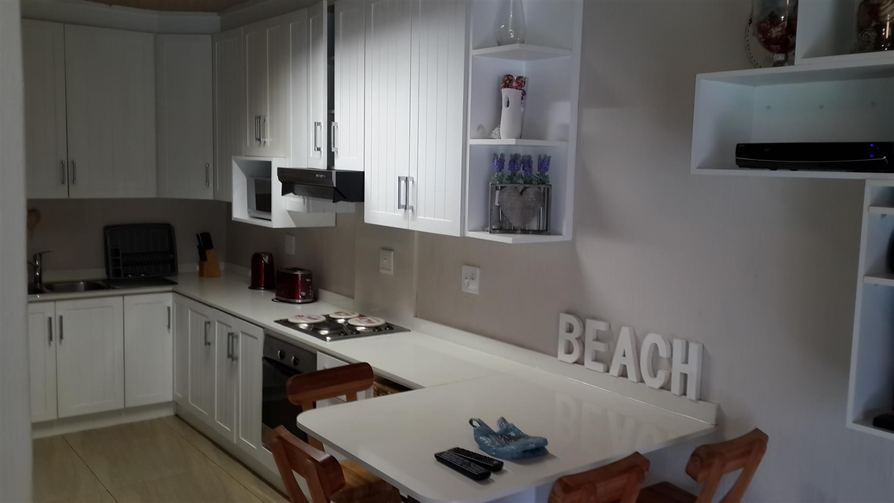 2 BEDROOMS - WINKELSPRUIT -GORGEOUS SELF-CATERING-GROUND FLOOR-24 HR SECURITY-RIGHT ON THE BEACH-MAX 6 GUESTS