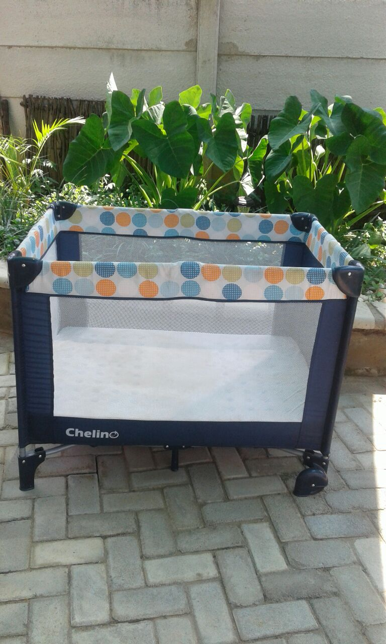 CAMPING COT WITH MATRESS AND FITTED BEDDING