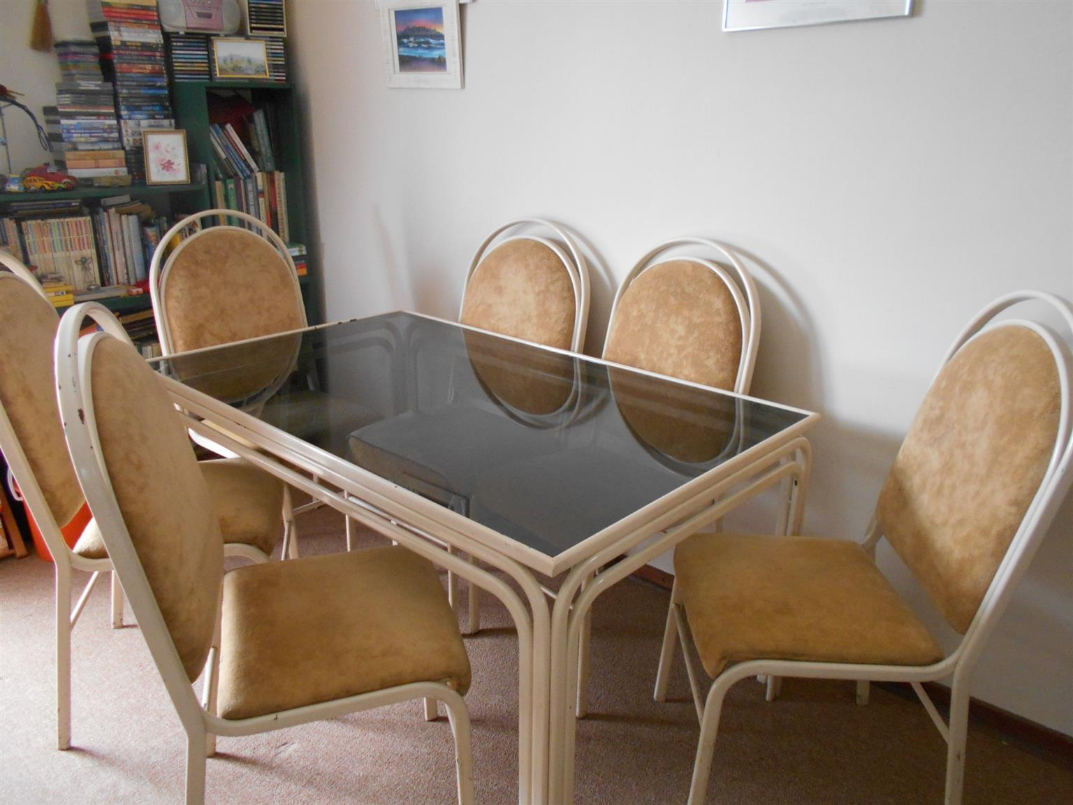 6 seater diningroom suite for sale.