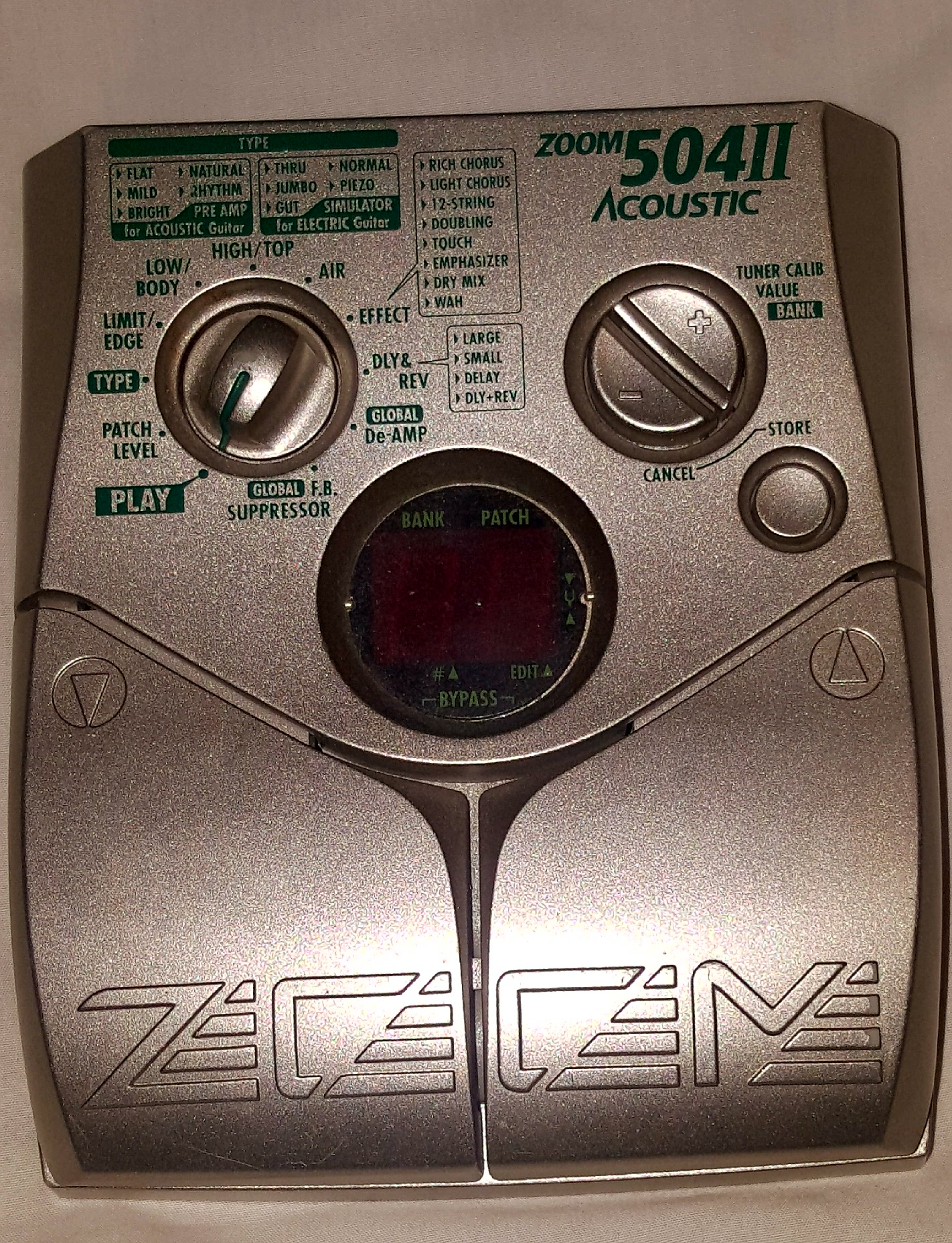 Zoom 504 II Acoustic guitar Pedal