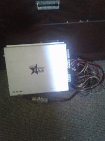 4 CHANNEL 1900W AMP WITH CABLES