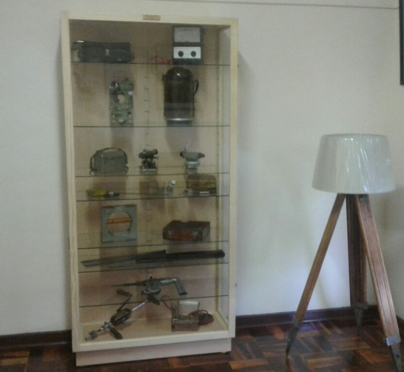 "Antique & Collectibles CABINETS /Show CASES ""Display Cabinets/ Show cases Custom made, Beautiful, Dust Proof !"