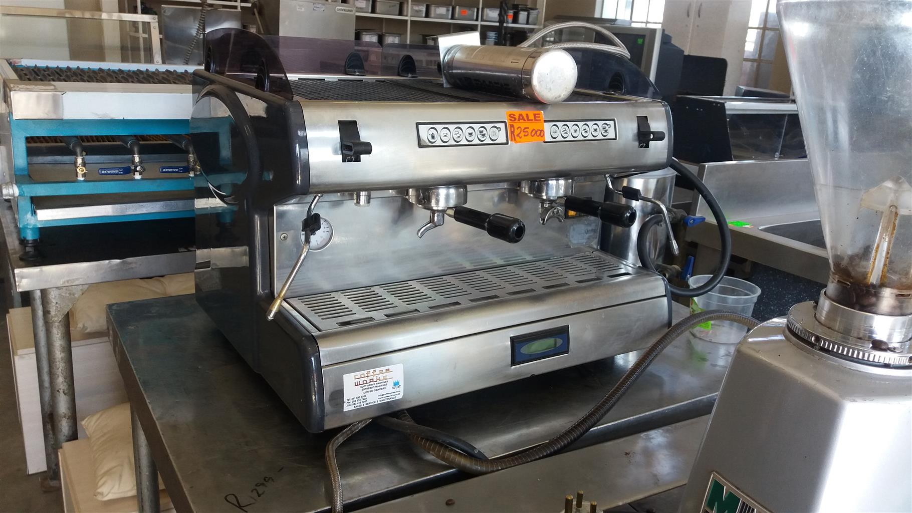 Carimali coffee machine with grinder
